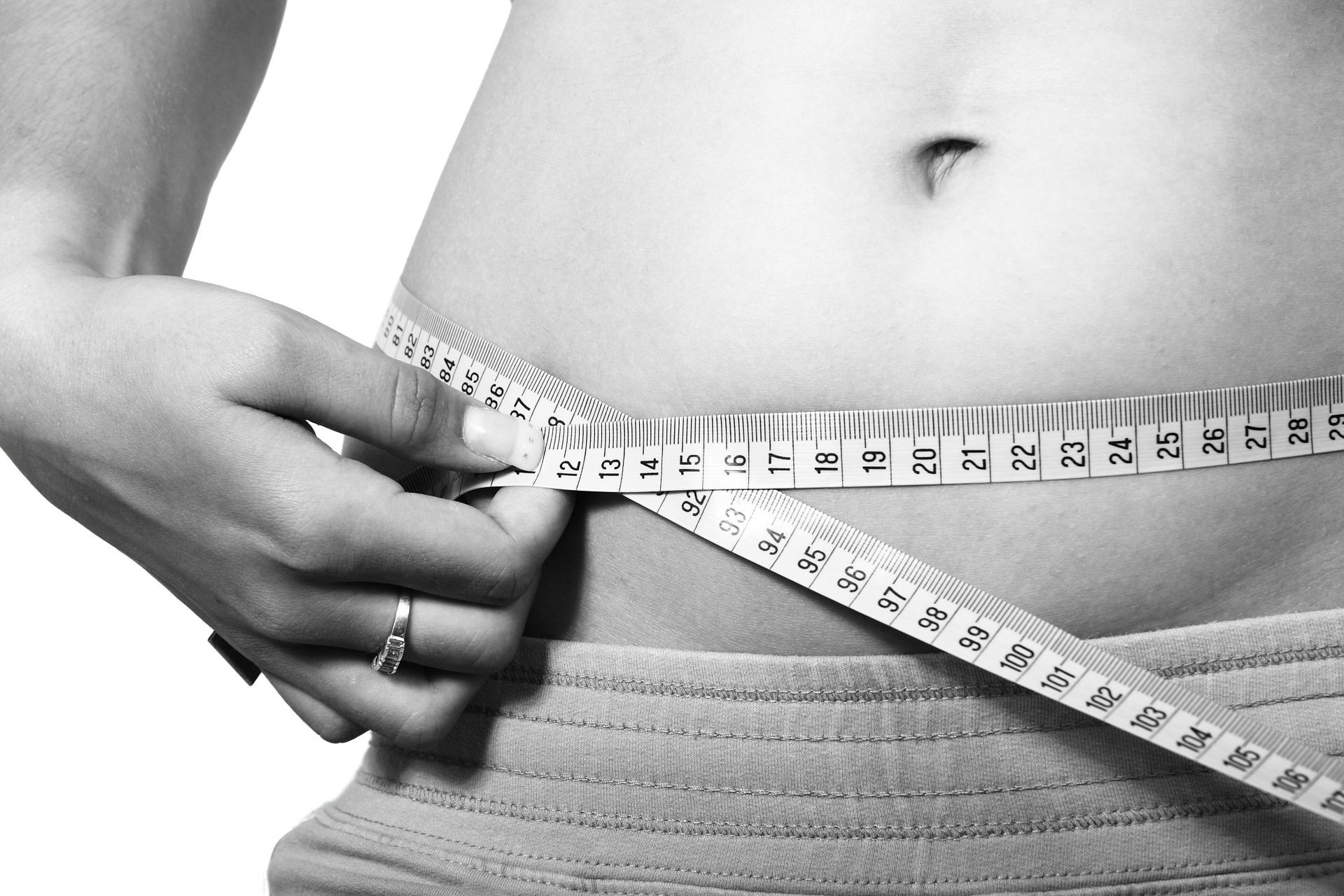 Methoden zur Fettreduktion: Fettabsaugung vs. Coolsculpting