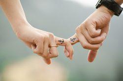 Attraktivität und Wohlbefinden: Wie sich selbst zu lieben, die Beziehung stärkt