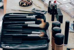 Concealer, Primer, Highlighter, Foundation... Größte Make-up Mythen und warum sie so weit verbreitet sind